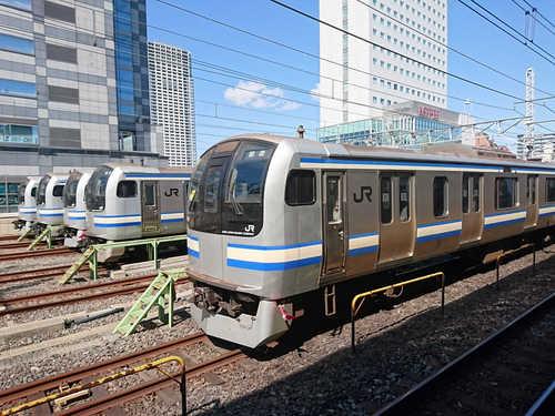 YokosukaLine_E217_Kinshicho.JPG
