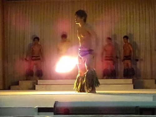 hawaiiansfiredance_2.JPG