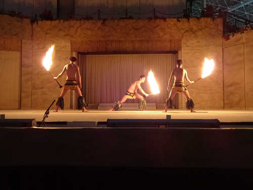 hawaiiansfiredance_3.JPG