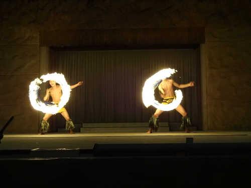 hawaiiansfiredance_6.JPG